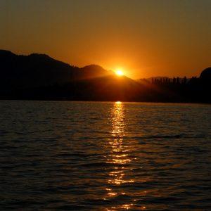lake-555782_640